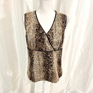 SALE 3/$12   SALE     NWT  RETAIL:$40  TOP MED